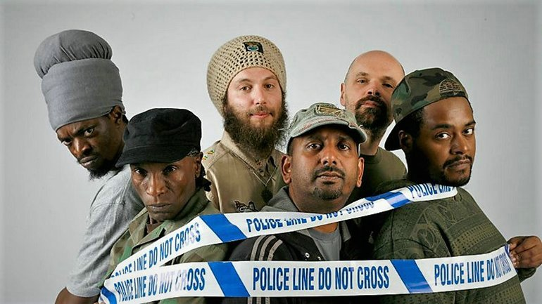 Vibronics crew: Jah Marnyah, Madu Messenger, I Mitri, Parverz, Steve Gibbs, Echo Ranks